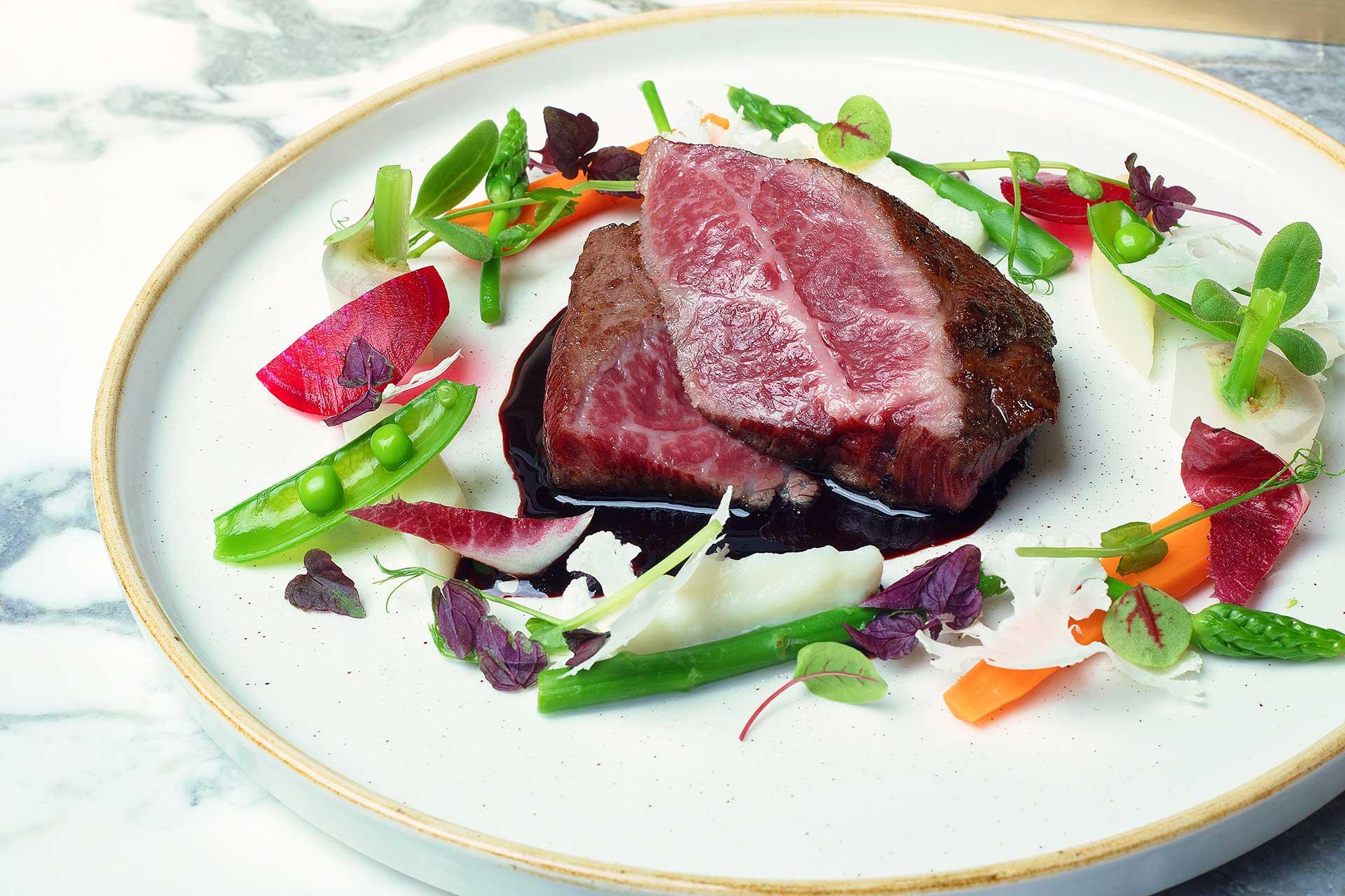 Filet de Bœuf Angus et son Jus de veau, accompagné d'un Teriyaki, légumes de saison