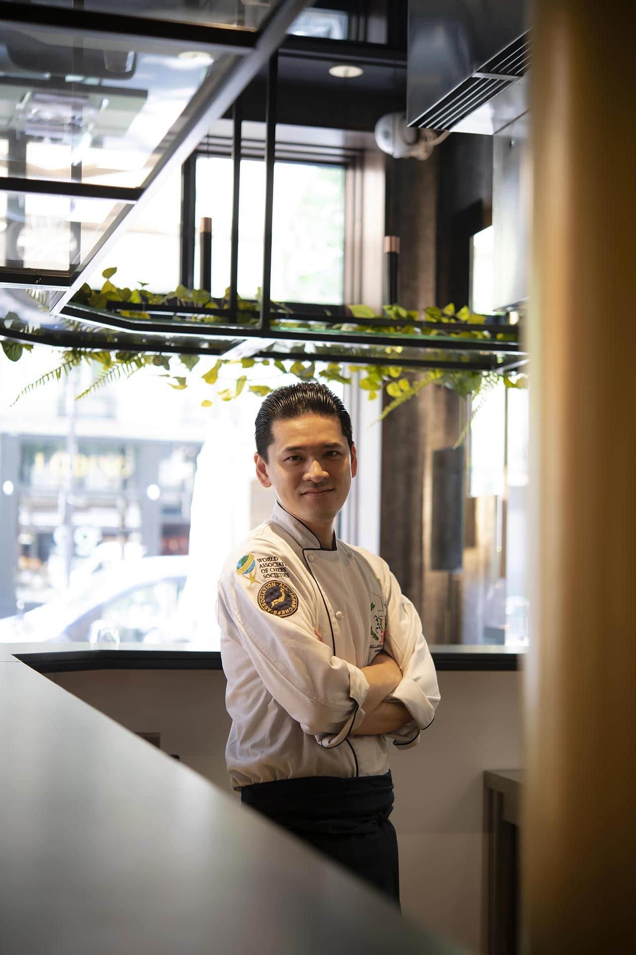 Le chef Japonais Hiroyuki Ushiro aux commandes du restaurant Shiro à Paris
